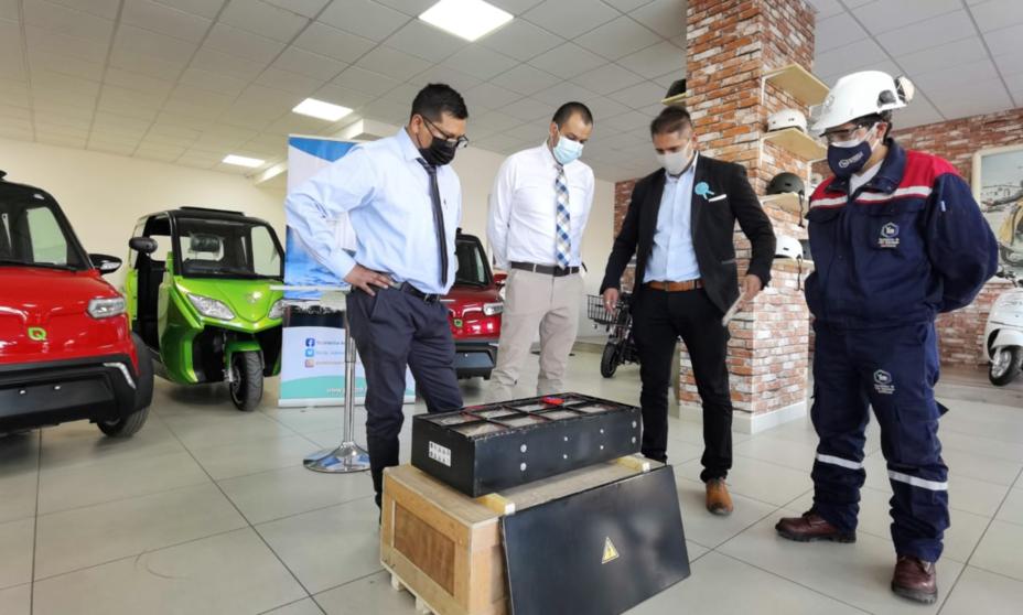 YLB ENTREGA UN PRIMER PACK DE BATERÍAS A QUANTUM PARA EL ENSAMBLADO DE AUTOS ELÉCTRICOS